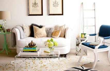 british-decor-living-room-lucite-table