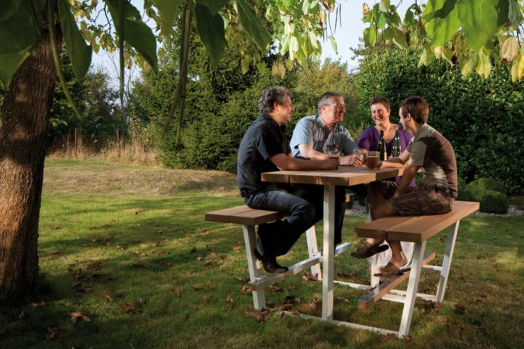 FINDS - Fantastic Furniture Picnic Table - The Beer Table from Cassecroute