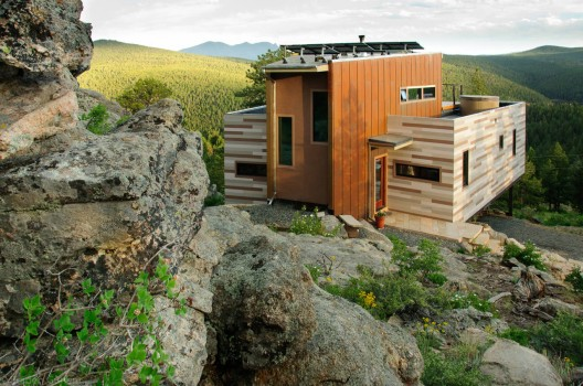 Colorado Shipping Container House (Images via Cabin Zoom, design by Studio H:T)