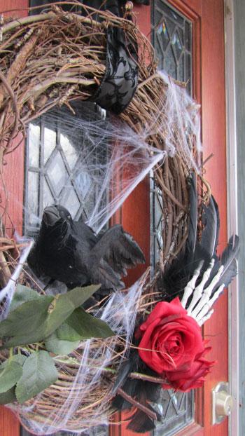 Holiday DIY - Addams Family Wreath - Detail